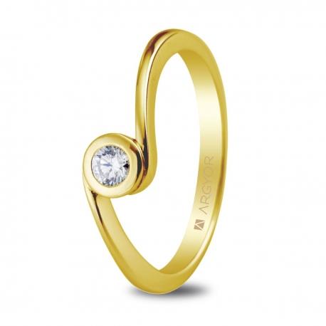 Sortija en oro amarillo de 18kt con una circonita de 3mm.