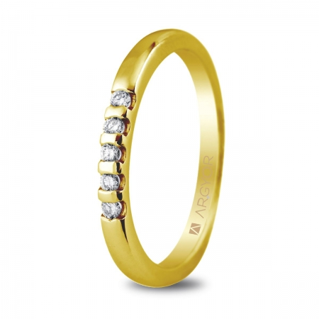Sortija en oro amarillo de 18kt con cinco diamantes de 1.65mm en talla brillante con un total de 0.10ct