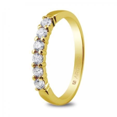 Sortija en oro amarillo de 18kt con 6 diamantes de 2.50mm en talla brillante con un total de 0.39ct.