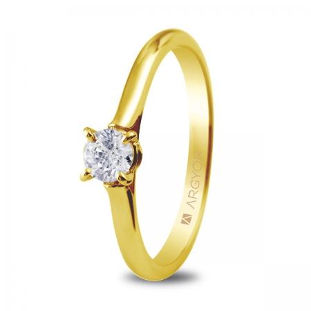 Sortija en oro amarillo de 18kt con un diamante de 4.25mm en talla brillante de 0.30ct