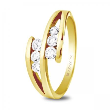 Sortija en oro amarillo de 18kt con dos diamantes de 2.7mm , dos diamantes de 2.5mm  y dos diamantes de 2.25