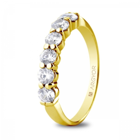 Sortija en oro amarillo de 18kt con seis diamantes de 3mm total 0.60ct.