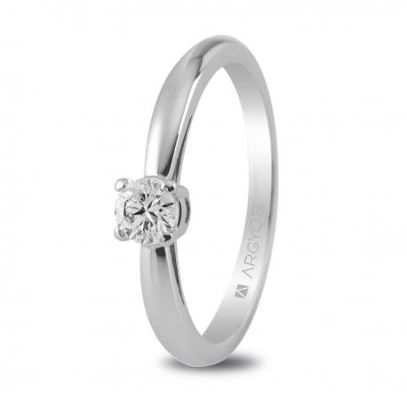 Sortija en oro blanco de 18kt con un diamante 3.5mm en talla brillante de 0.16ct.