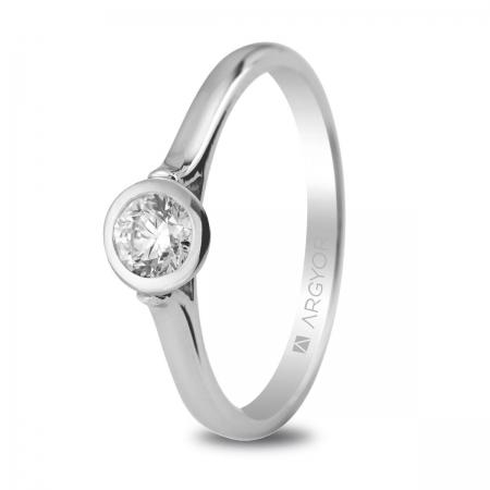 Sortija en oro blanco de 18kt con un diamante de 4.25mm en talla brillante de 0.30ct