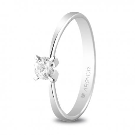 Sortija en oro blanco de 18kt con un diamante de 4mm en talla brillante de 0.25ct