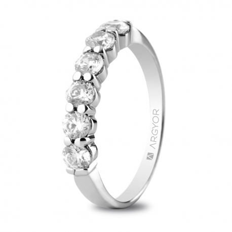 Sortija en oro blanco de 18kt con seis diamantes de 3mm total 0.60ct.