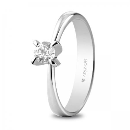 Sortija en oro blanco de 18kt con un diamante de 4.4mm en talla brillante de 0.34ct